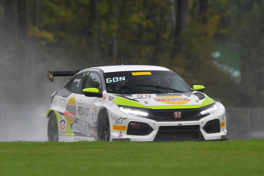 Victor González masters the rain at Road America