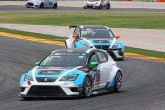 Race 2 – Comini takes win in action-packed race