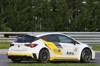 Target Competition confirms switch to Opel Astra TCR