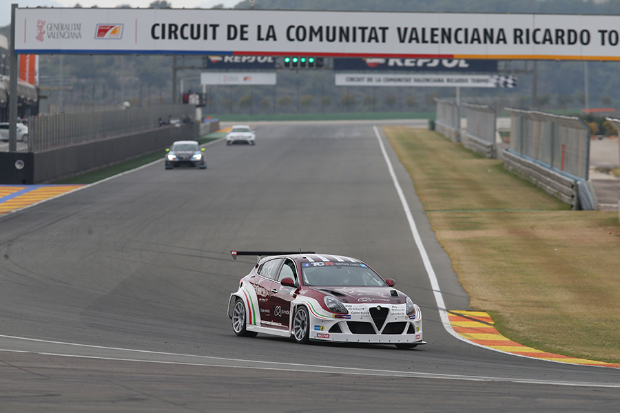 TCR teams in two testing days at Valencia