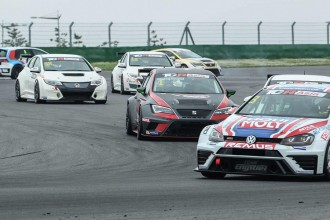 Roelof Bruins wins TCR Asia opening race