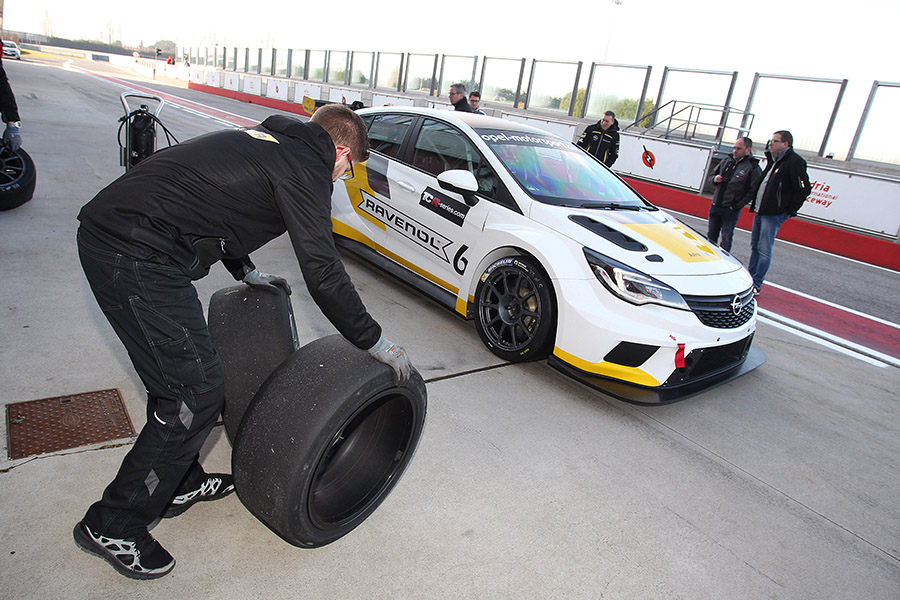 Corthals and Homola in DG Sport's Opel Astra cars