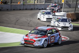 Tarquini wins again in a Hyundai 1-2-3