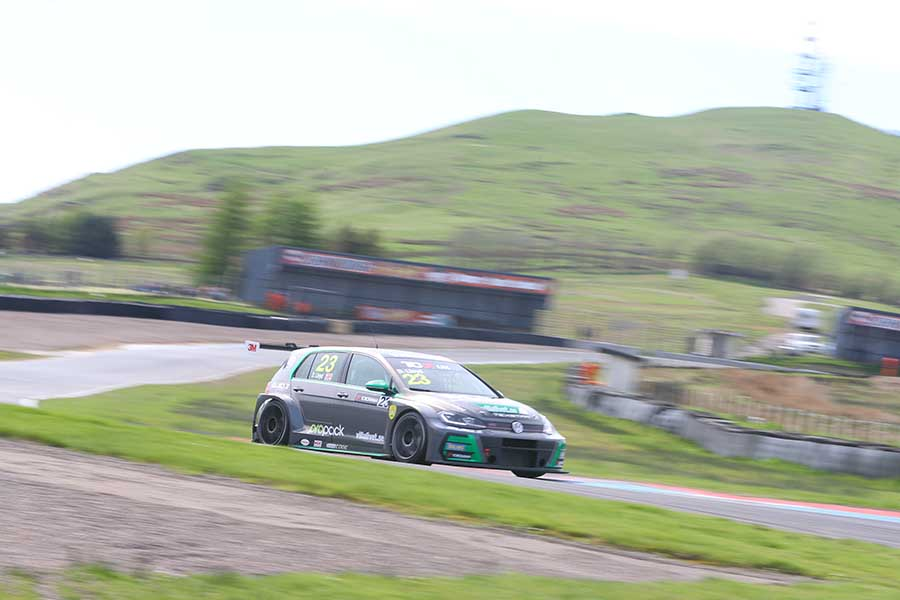 Dan Lloyd secures pole position in Knockhill