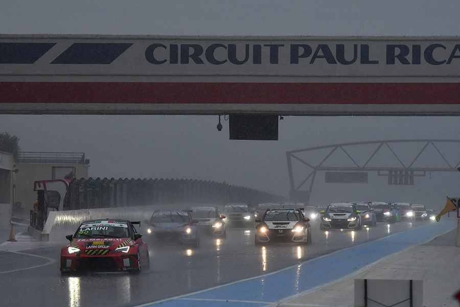 Larini wins a flooded Race 2 behind the safety car