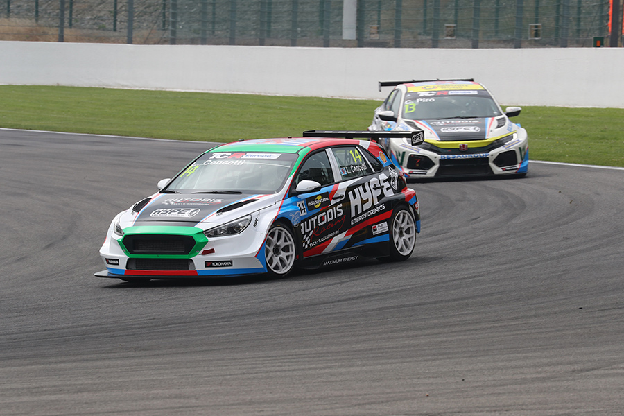 Cencetti and Piro swap cars in TCR Europe