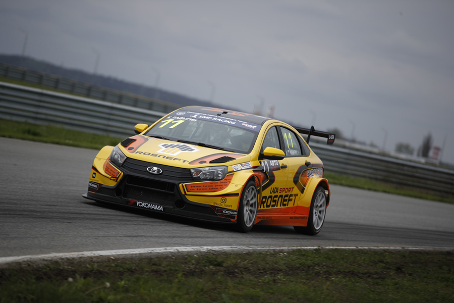 LADA drivers lock front row for Grozny opening race