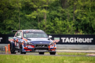 Tarquini and Michelisz respond with a 1-2 for Hyundai