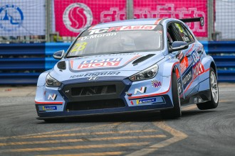 Engstler is champion as Morán wins a thrilling Race 2