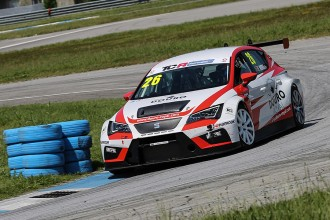 TCR Portugal: Mora in a league of his own
