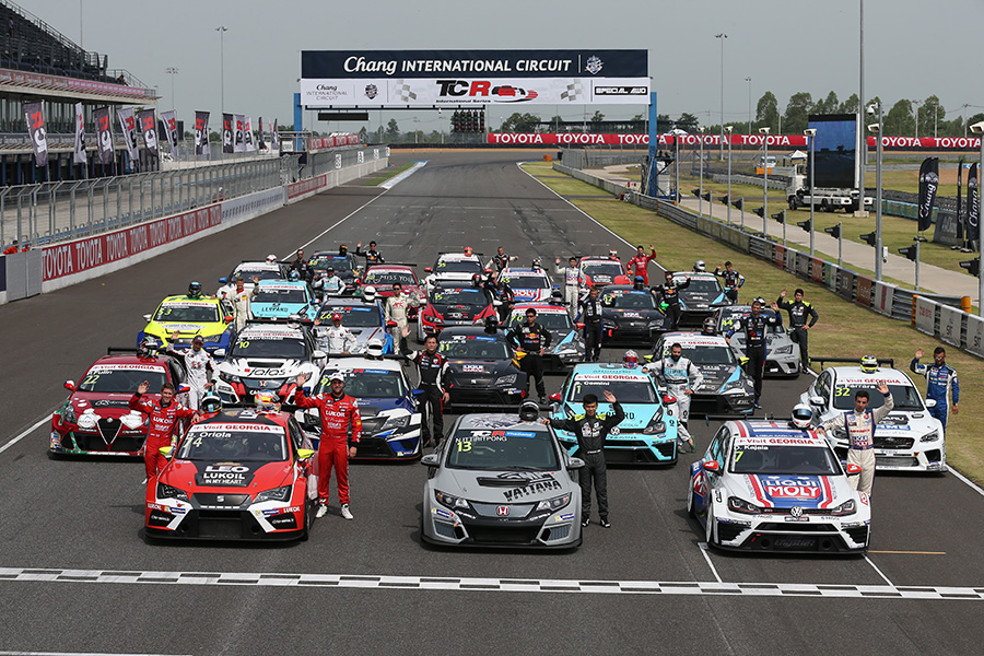 TCR Thailand joins the International Series for a family photo