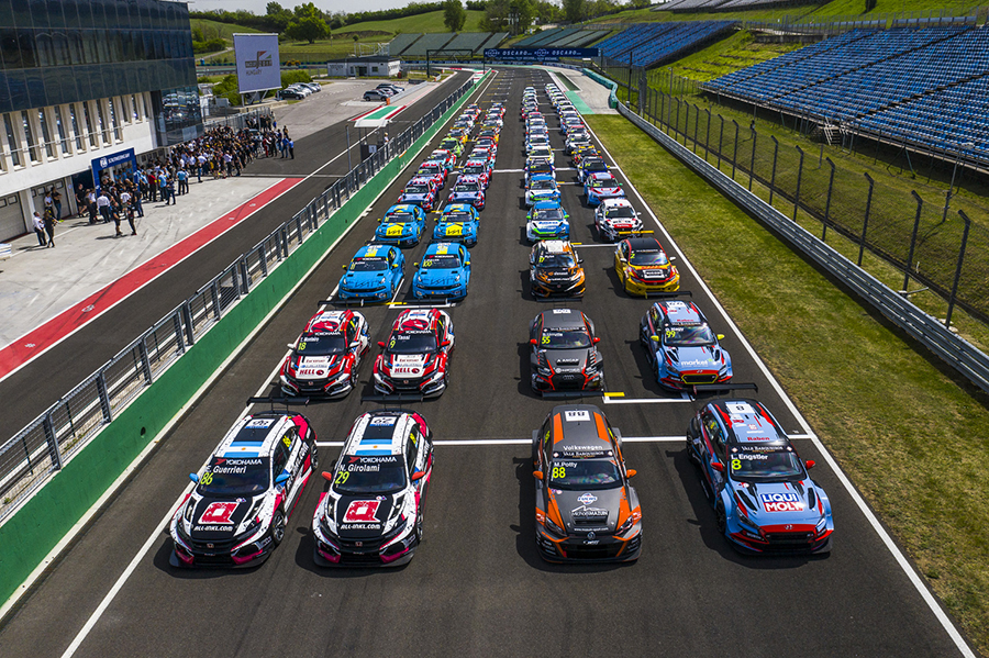 64 TCR cars cause traffic jam at the Hungaroring!