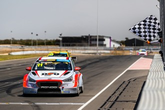 Nathan Morcom stays with HMO for the 2020 TCR Australia