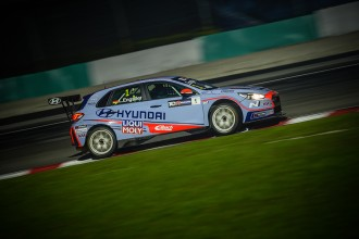 Engstler beats Lloyd to the pole for TCR Malaysia Race 1