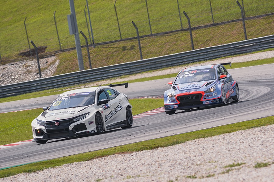 Lloyd and Engstler to fight for TCR Malaysia title