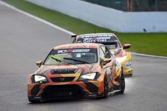 Azcona beats Coronel to win a thrilling Race 1 at Spa