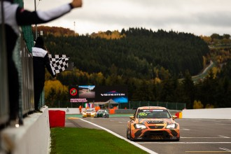 Mikel Azcona wins again in a chaotic second race 2 at Spa