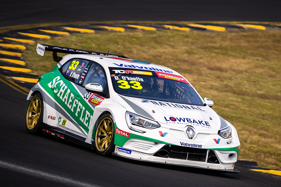 Dylan O'Keeffe puts the Renault Mégane on pole at Sydney